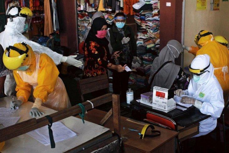 Pasar Pahing Kediri ditutup setelah seorang pedagang terpapar virus corona