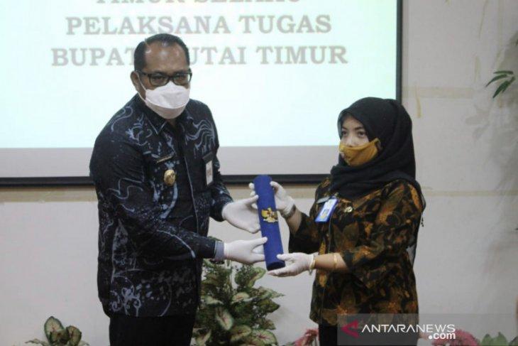 Kasmidi Bulang resmi jabat pelaksana tugas Bupati Kutim