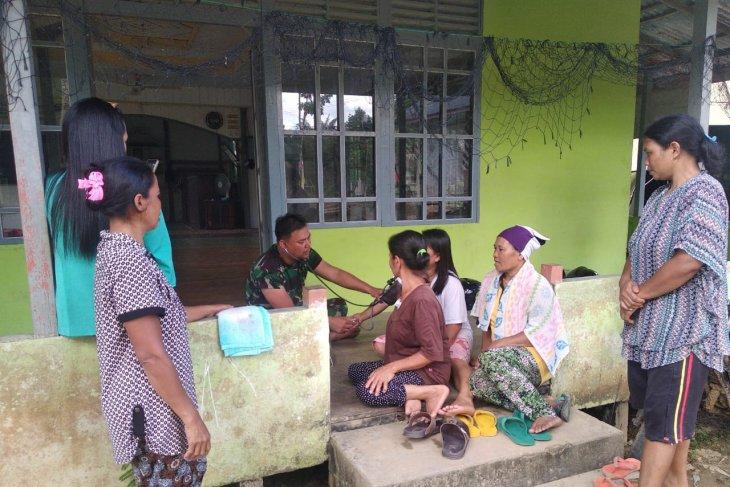 Satgas TMMD adakan pemeriksaan kesehatan masyarakat
