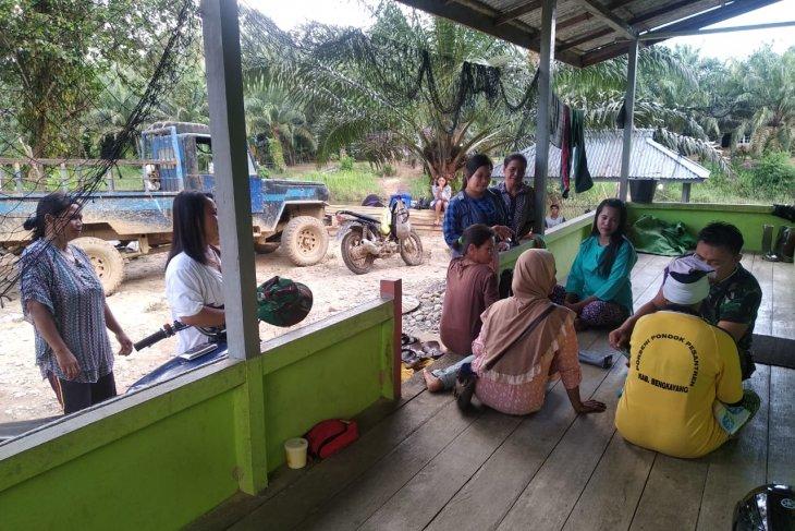 Warga Danti manfaatkan pelayanan kesehatan gratis TMMD