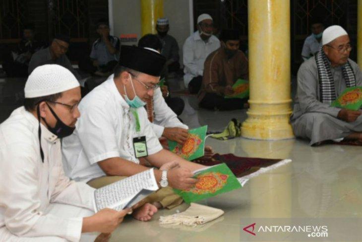 Gubernur Erzaldi lakukan Program Maghrib Mengaji di Masjid Nurul Huda Sungailiat