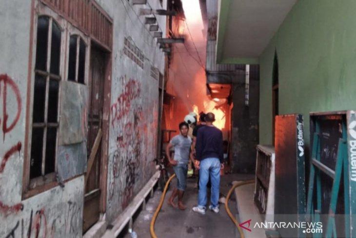 Kompor lupa dimatikan, puluhan rumah terbakar
