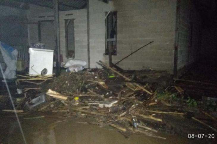 BPBD Sanggau bantu sembako korban banjir bandang Entikong