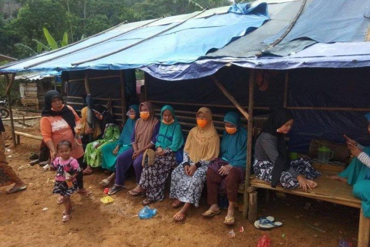 Warga korban bencana alam di Lebak minta direlokasi tempat layak huni