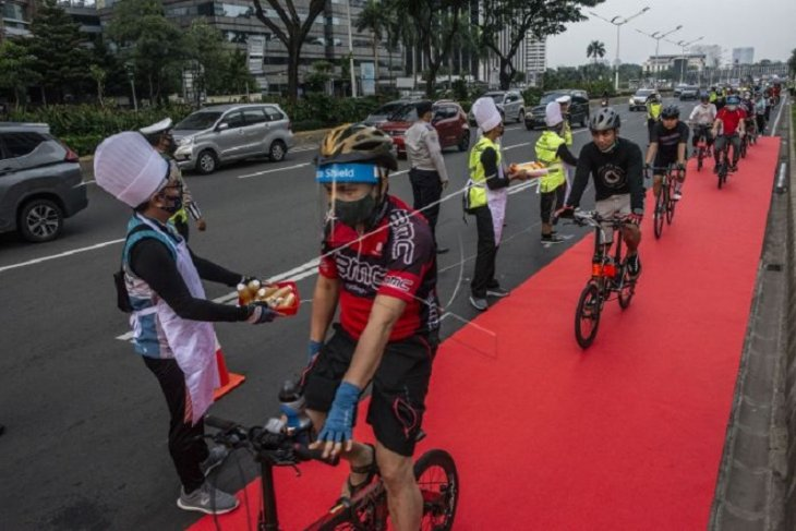 Aksi simpatik bike to work Indonesia