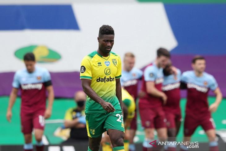 Terdegradasi, kapten Norwich Alexander Tettey minta maaf ke suporter