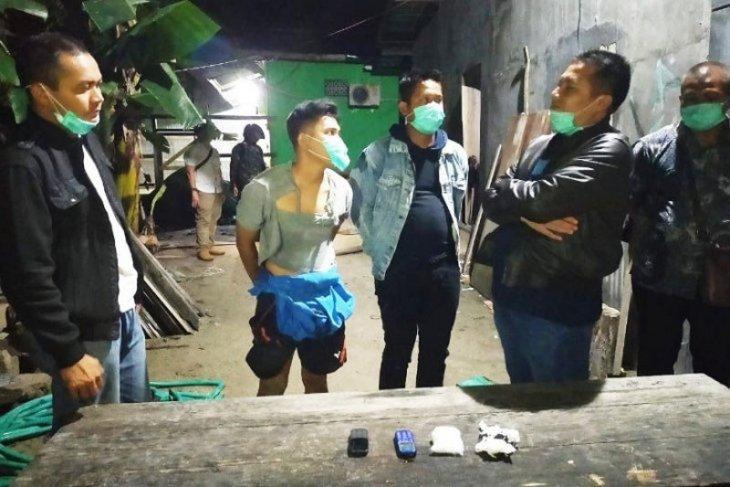 Dua bandar ditangkap saat bertransaksi sabu di Sampit