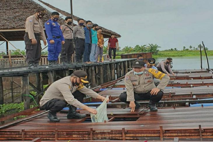 Kapolres HSU lepas 8.000 bibit ikan di Kampung Tangguh Banua