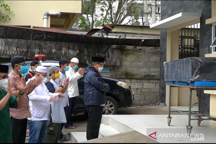 Petugas Medis Kota Banjarmasin Meninggal Dunia Walikota Solatkan Jenazahnya