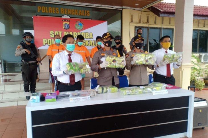 Bengkalis police seize 14,585 kg of crystal meth