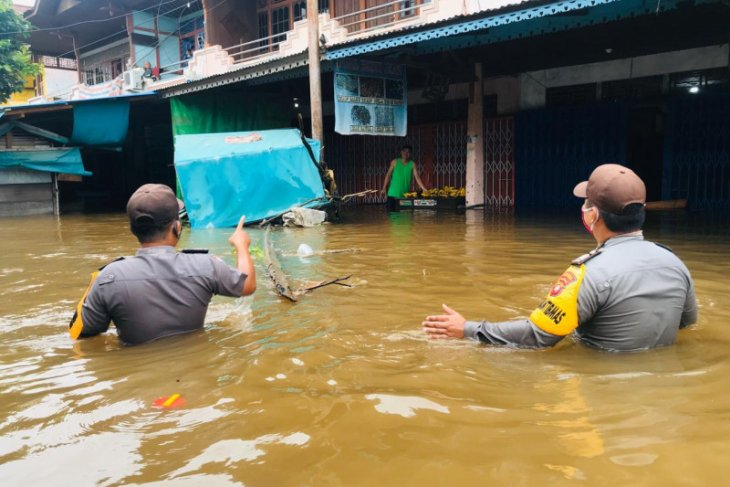 Ribuan rumah warga tiga kecamatan di Sintang terendam banjir