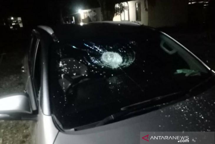 Mobil Anggota DPRD Bengkulu Utara dilempar batu saat pulang rapat paripurna