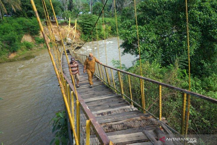 Jembatan gantung di Bone Bolango putus tergerus arus sungai Bulango