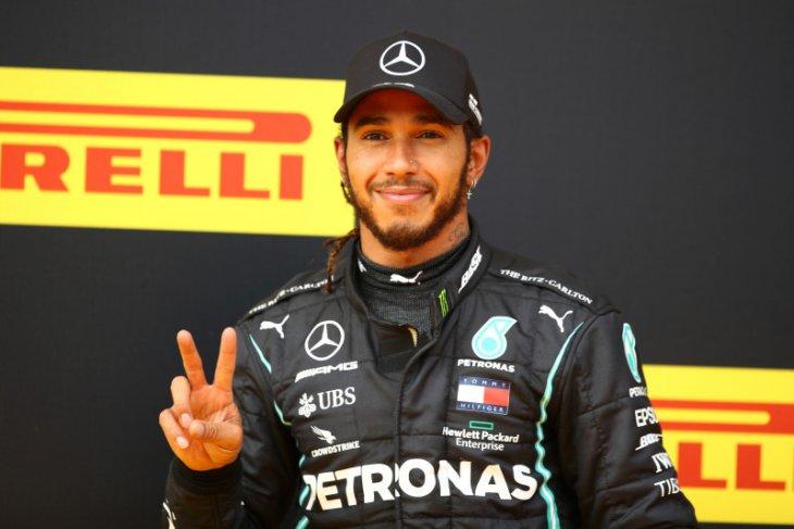 Hamilton semakin dekati rekor Schumacher