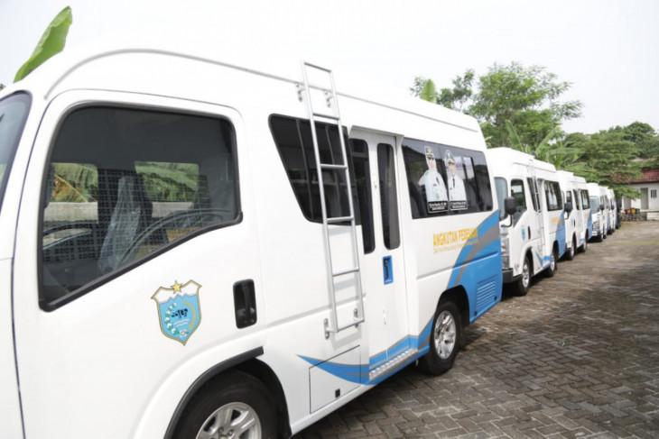 Pemkab Pandeglang serahkan angkutan pedesaan bantu transportasi masyarakat