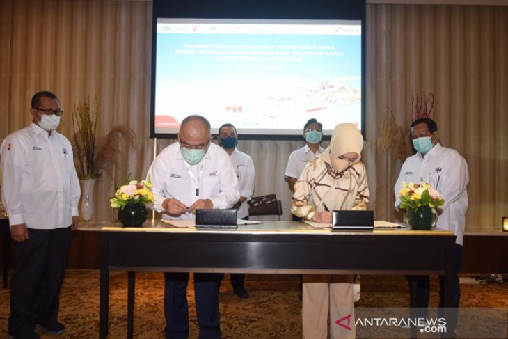 Three shipyard firms, Pertamina ink deals on ship construction