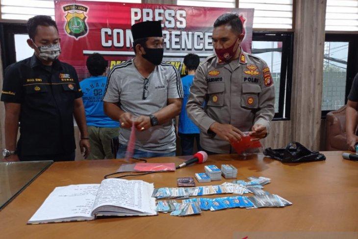 Polisi dan wartawan gadungan diringkus