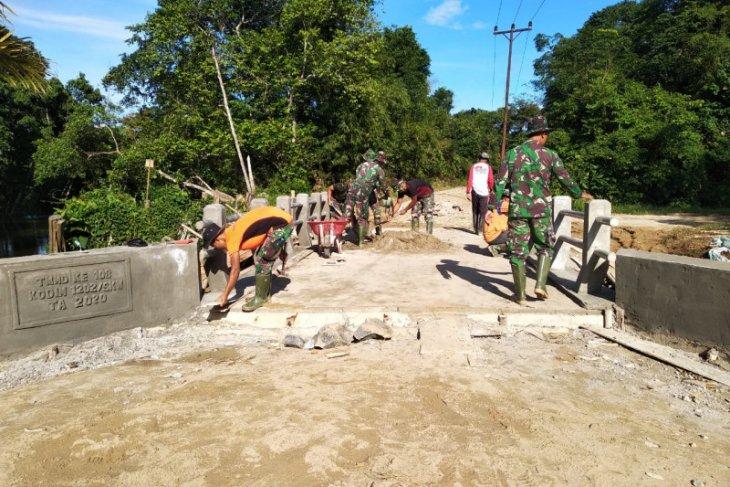 Pekerjaan jembatan TMMD memasuki tahap pengecatan