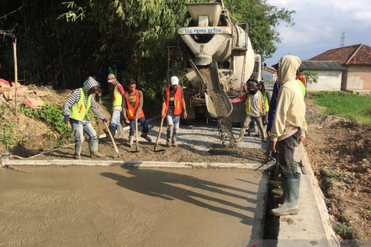 Pemkab Serang optimistis betonisasi jalan tuntas 2021