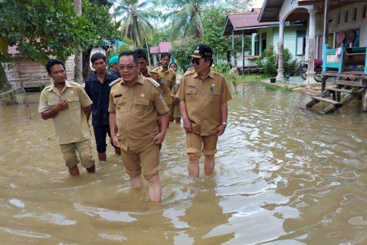 Pemkab Sintang bantu sembako untuk  korban banjir di Kayan Hilir