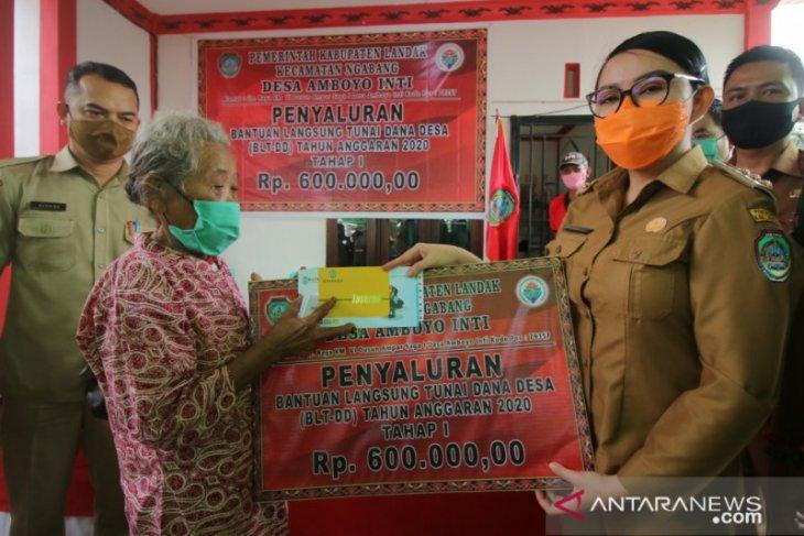 Bupati Landak salurkan BLT Dana Desa di Desa Amboyo Inti