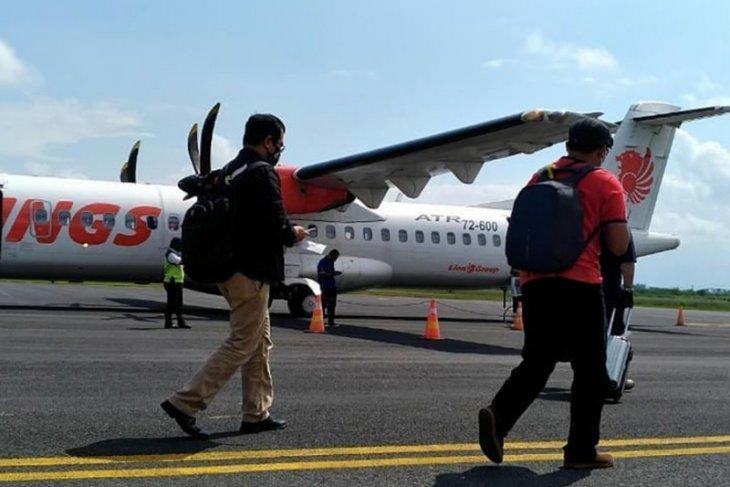 Empat penumpang pesawat Wings Air positif COVID-19