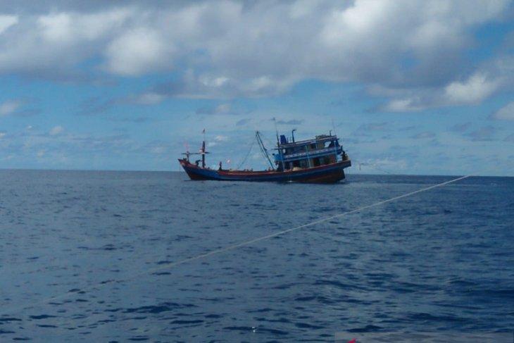 Leak develops in Indonesia's 26 crew-carrying vessel in Indian Ocean