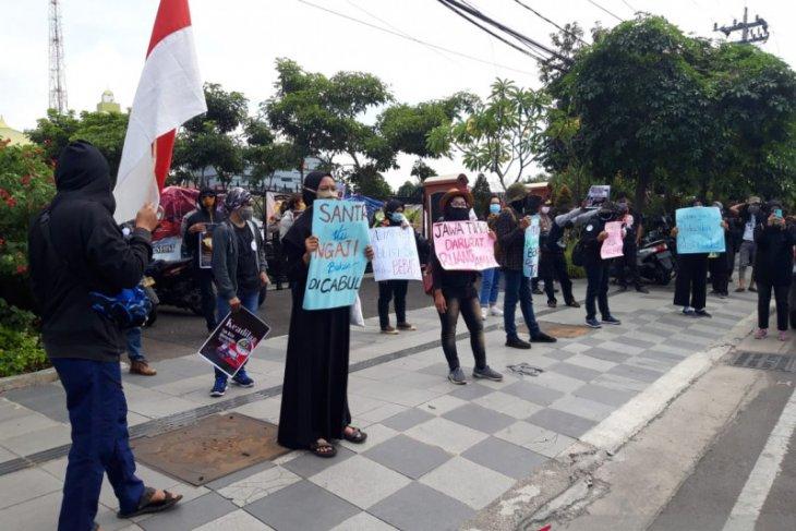 Puluhan santri desak polisi tuntaskan kasus pencabulan libatkan anak kiai di Jombang