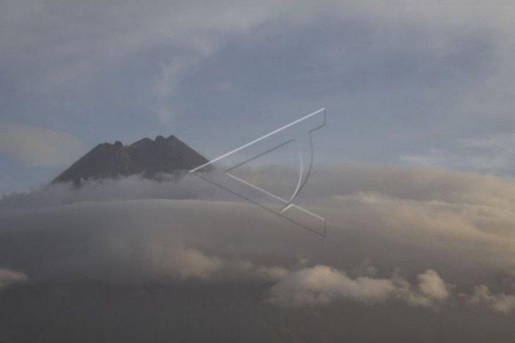 Pada Rabu malam, Gunung Merapi keluarkan guguran