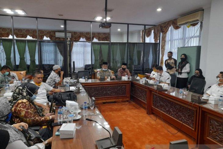 Wakil rakyat dan PKL HSU  datangi DPRD Kalsel