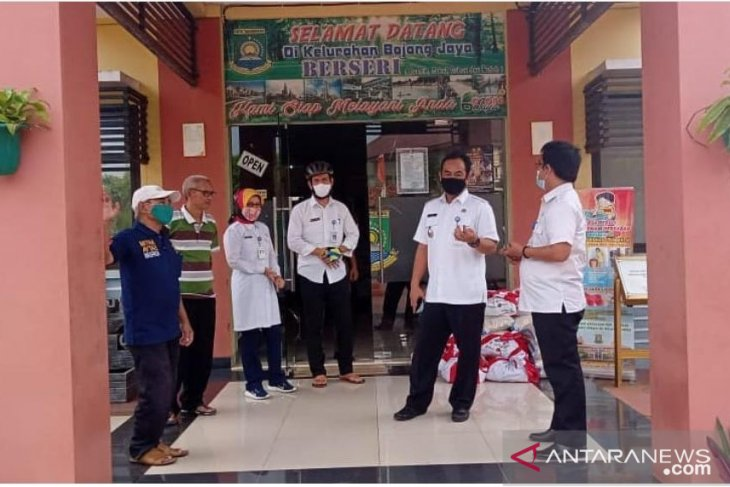 Warga Kota Tangerang terima bansos tahap keenam