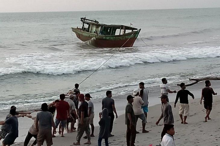 Nelayan Mukomuko harus waspada gelombang tinggi