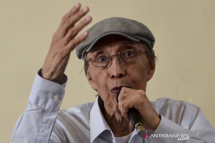 Sastrawan Sapardi Djoko Damono  dimakamkan di Giri Tonjong Bogor