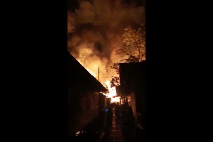 Rumah Betang Desa Nyabau Kapuas Hulu terbakar