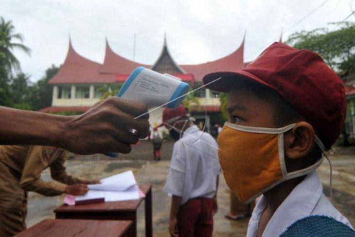 Kegiatan sekolah dihentikan lagi setelah dua guru positif corona