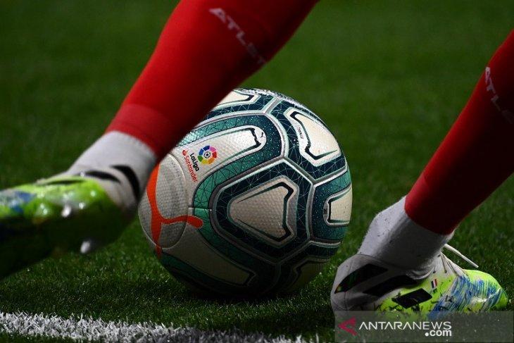 Valencia kembali ke puncak Liga Spanyol setelah menang di kandang Sociedad