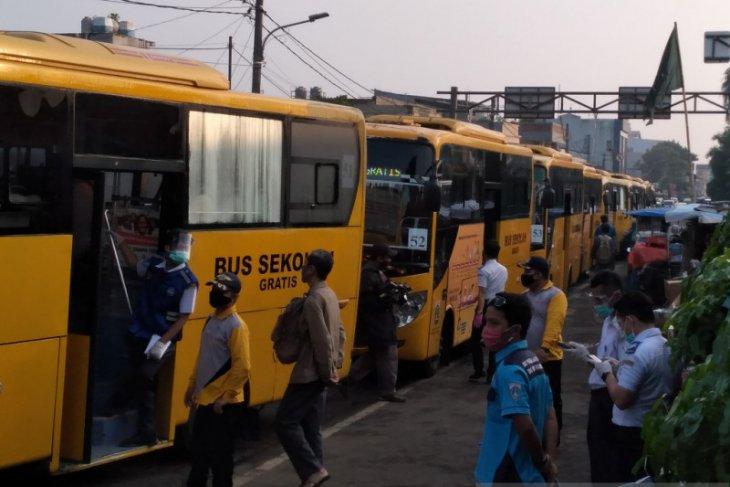 87 unit bus bantuan mampu urai calon penumpang KRL di Stasiun Bogor pada Senin pagi