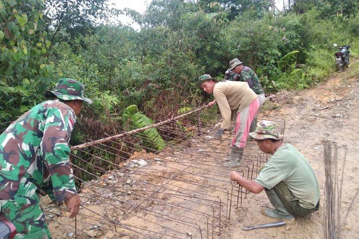 Rangkai kawat besi untuk kerangka lantai jembatan