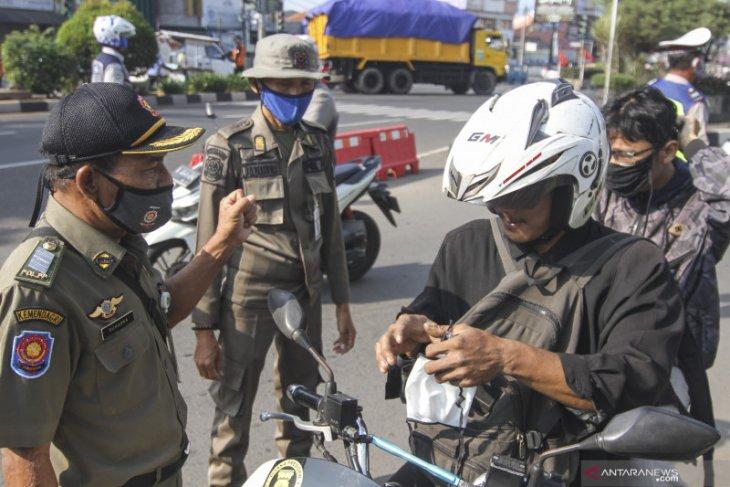 Satpol PP Depok dan DKI Jakarta  operasi tertib masker gabungan