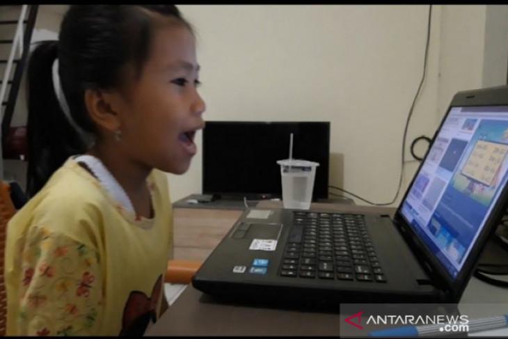 Online schooling for offline Hasya