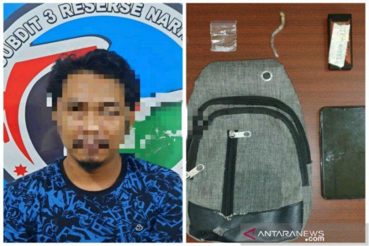 South Kalimantan police arrest ex-policeman over drug offence
