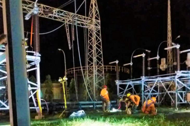 PLN Bali pulihkan gangguan listrik akibat layang-layang