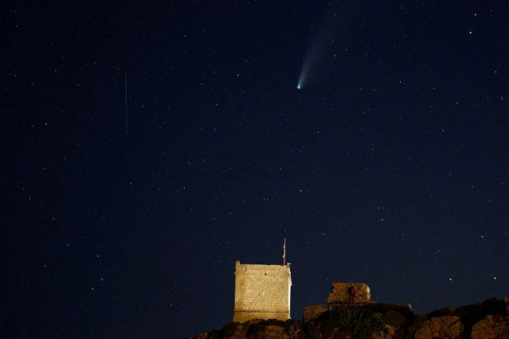Lapan: Dentuman di langit Buleleng-Bali dari meteor jatuh