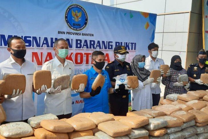 BNN Banten musnahkan 989,7 gram sabu dan 298 kilogram ganja sitaan