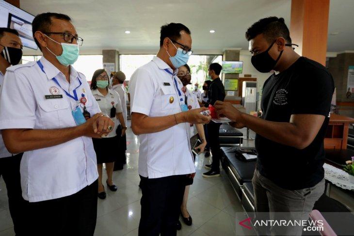 Badung salurkan masker melalui sosialisasi SP4N-LAPOR ke masyarakat