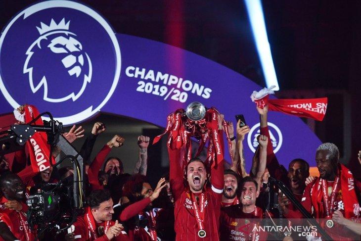Klasemen Liga Inggris setelah Liverpool angkat trofi
