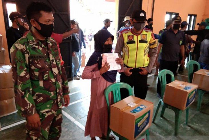 Polres Subang kawal penyaluran bansos Pemprov Jabar