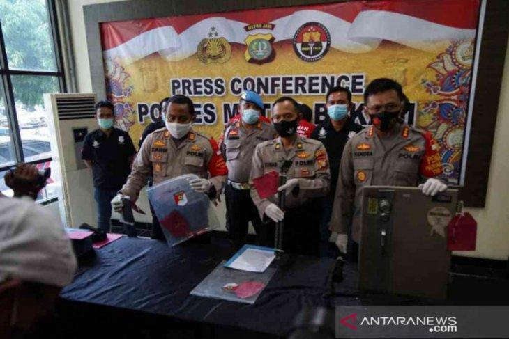 Dua pemulung pembobol 15 brankas perusahaan di Bekasi diringkus polisi
