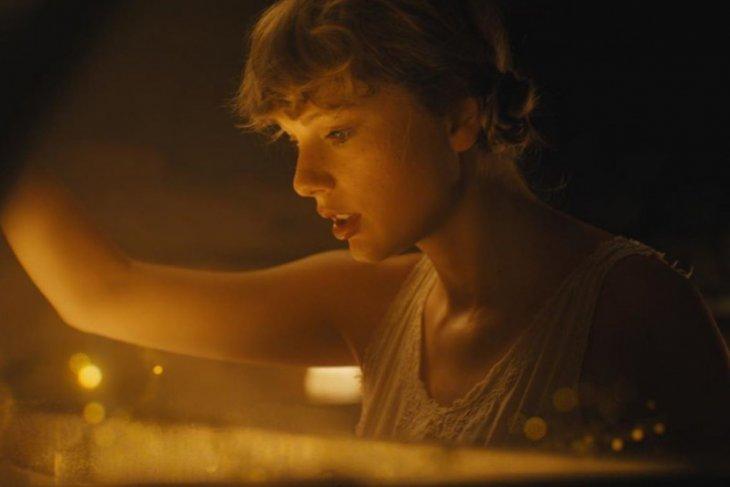 Taylor Swift rilis album