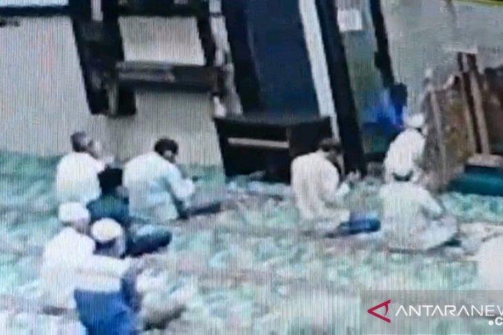 Imam mesjid yang diserang di Pekanbaru selamat, pisau penyerang malah bengkok